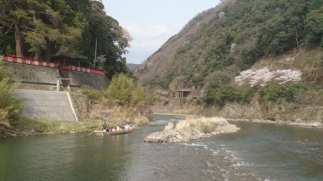「保津川下り」も此処から渓谷に入り嵐山へ
